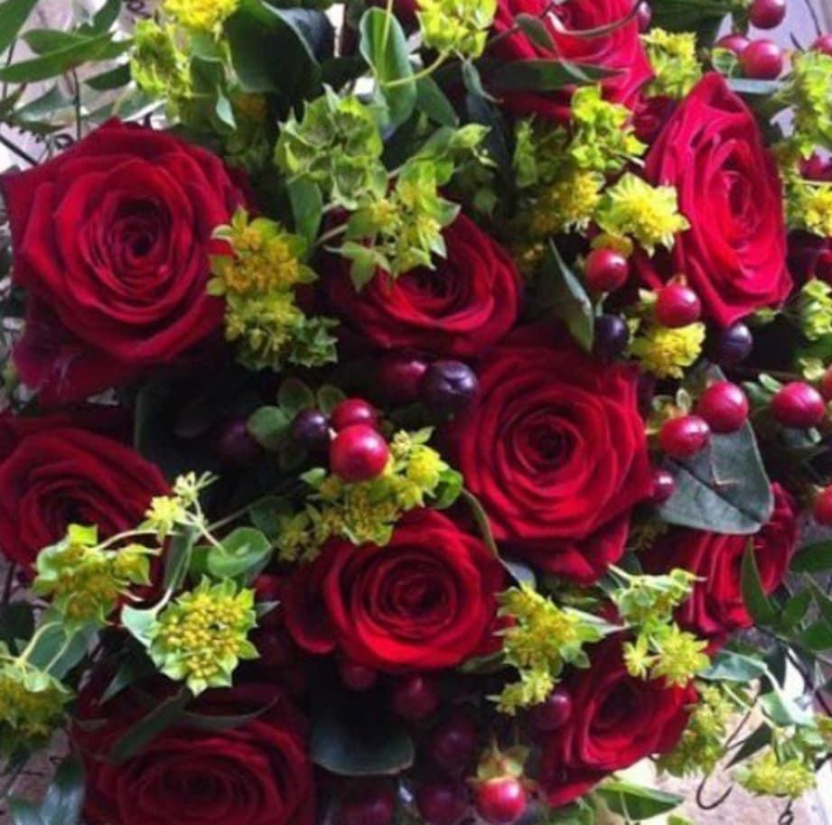 luxury-12-red-roses