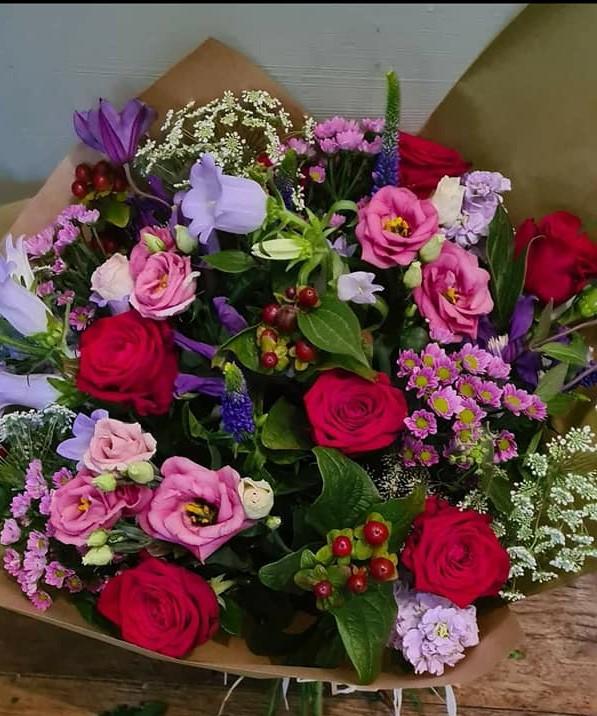luxury-red-rose-cottage-garden-1